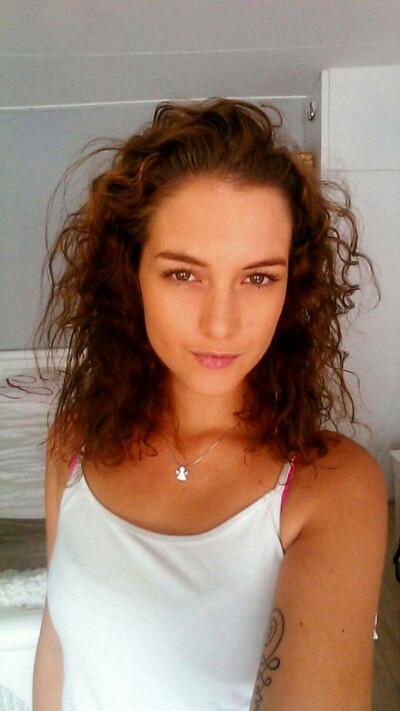 Angela zoekt een Appartement/Huurwoning/Kamer/Studio/Woonboot in Amsterdam